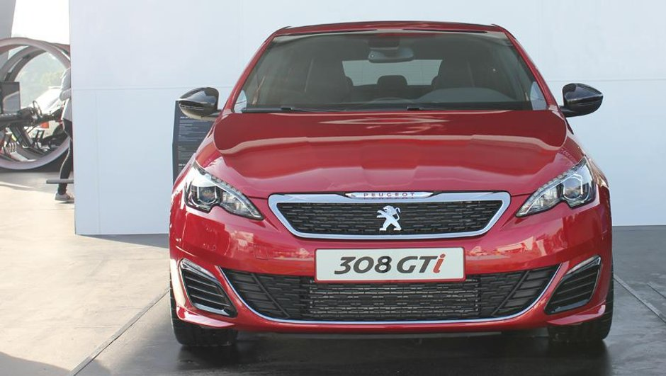 festival-de-goodwood-2015-peugeot-308-gti-se-montre-7216091