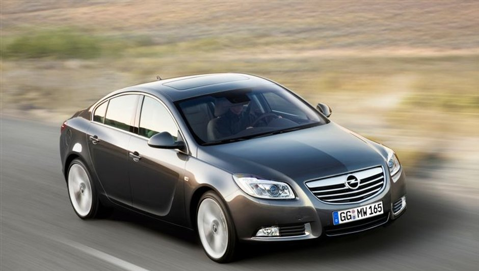 Opel Insignia: la voiture intelligente testée dans Automoto