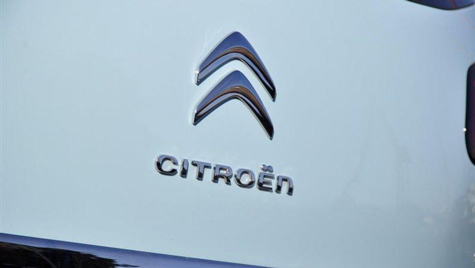 Citroën propose deux modèles de traqueurs sur ses véhicules