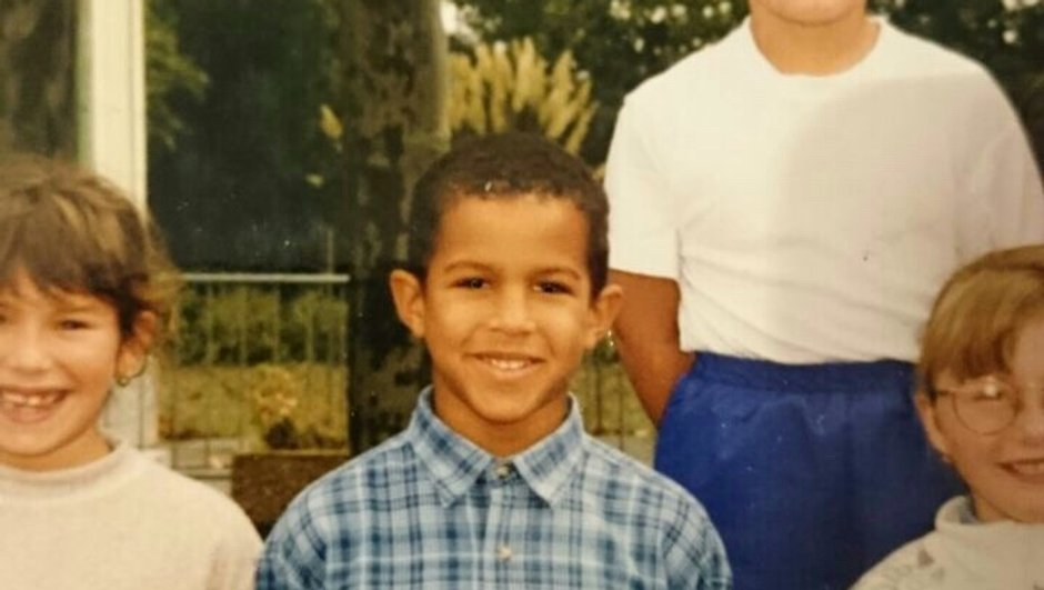 Saurez-vous reconnaître qui se cache derrière ce petit garçon ?