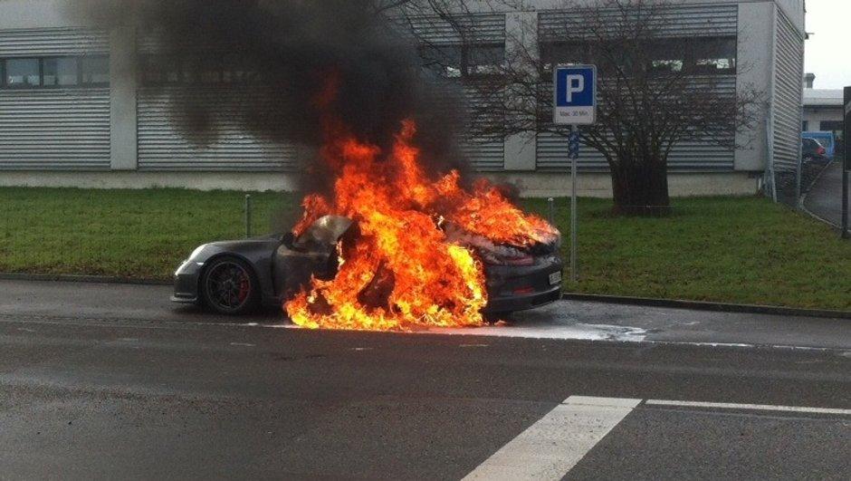 Porsche 911 GT3 : 5 cas d'incendie, les livraisons arrêtées ?