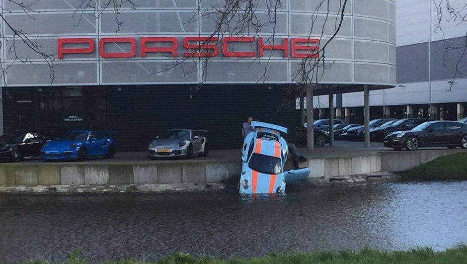 Insolite : Une Porsche 911 GT3 RS tombe à l'eau !