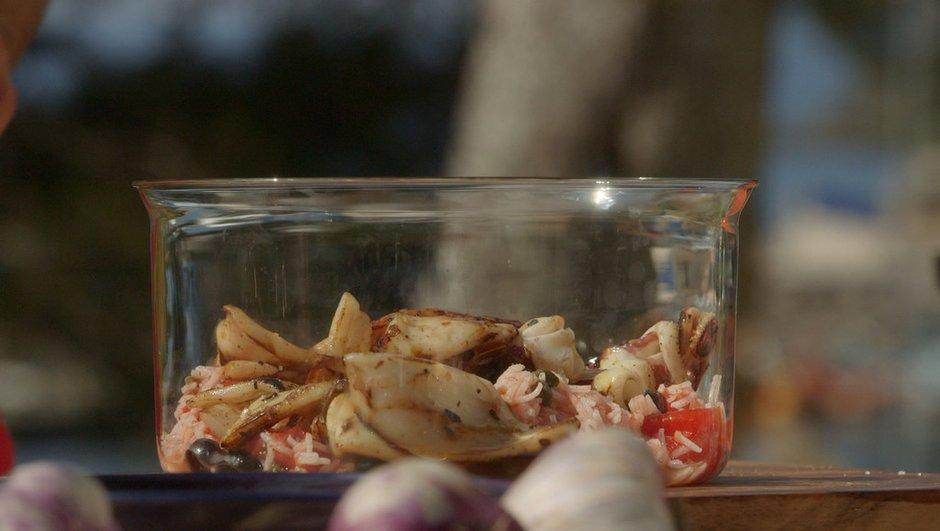 Calamars au citron à la plancha et salade de riz à la tomate et olives