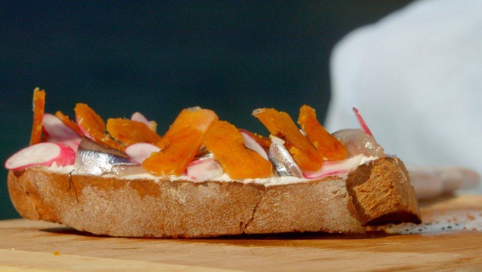 tartine-de-brousse-aux-anchois-frais-a-poutargue-0584989