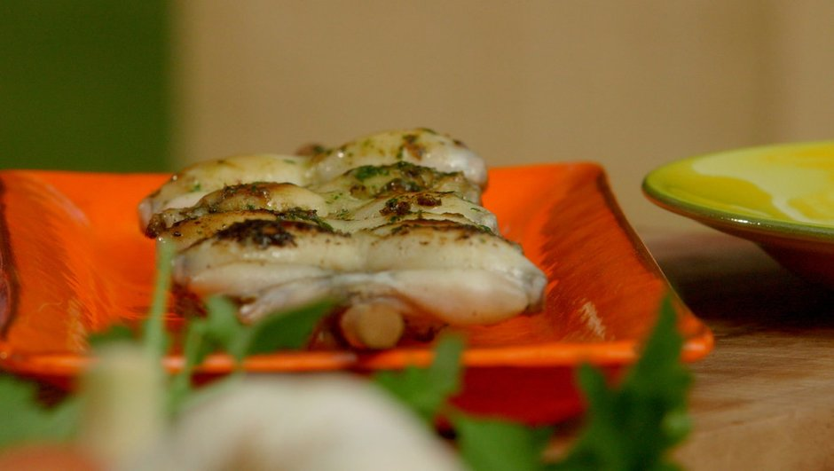 Brochette de cuisses de grenouille à la plancha au beurre d'escargots