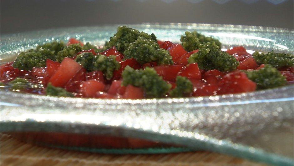 Minestrone de fraises au miel et crème d'amande au basilic