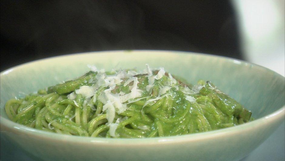 Spaghettis carbonara à la crème d'épinards