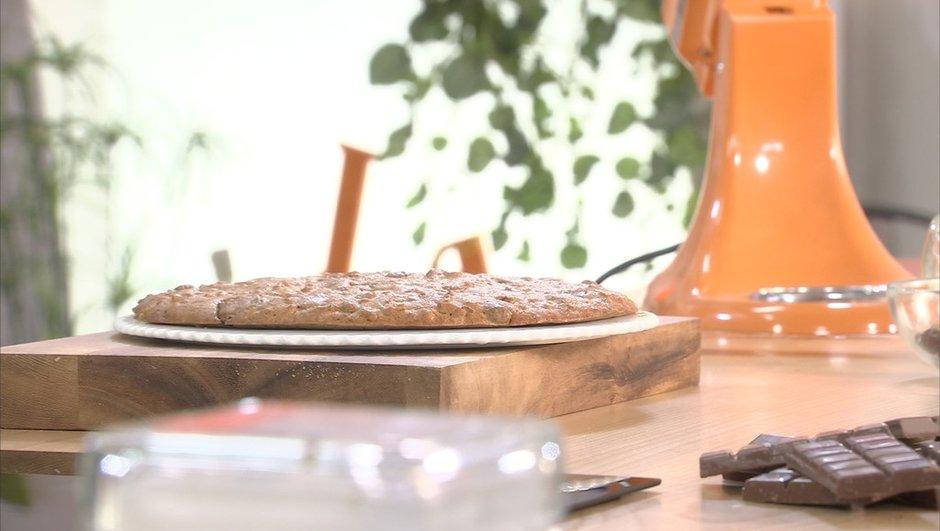 Cookie géant au chocolat au lait, noix et noisettes