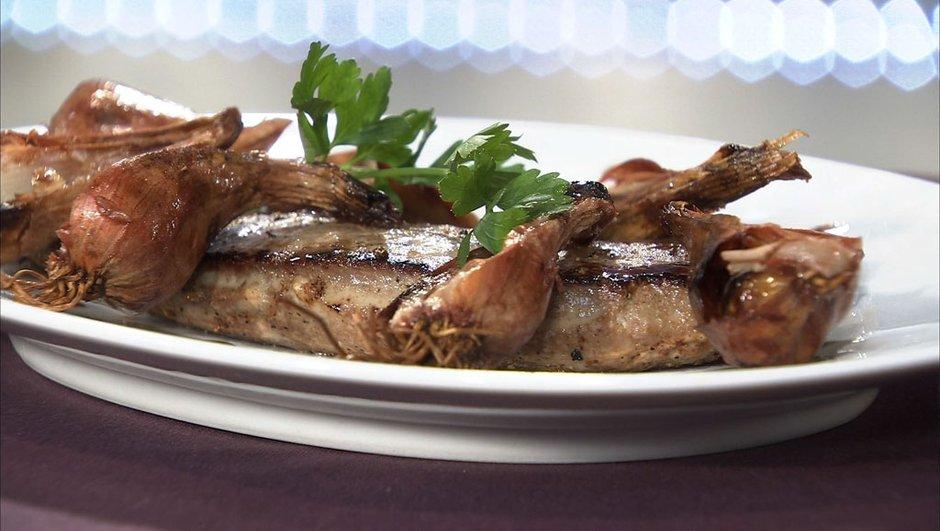 Escalope de foie de veau au vinaigre de framboise et échalotes grises confites