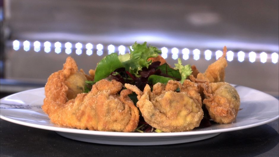ravioles-frites-a-fourme-salade-de-poires-7535687