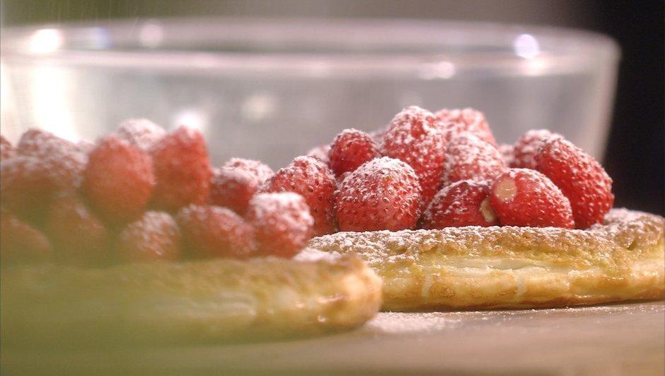 tartelette-feuilletee-aux-amandes-a-pistache-aux-fraises-bois-9074911
