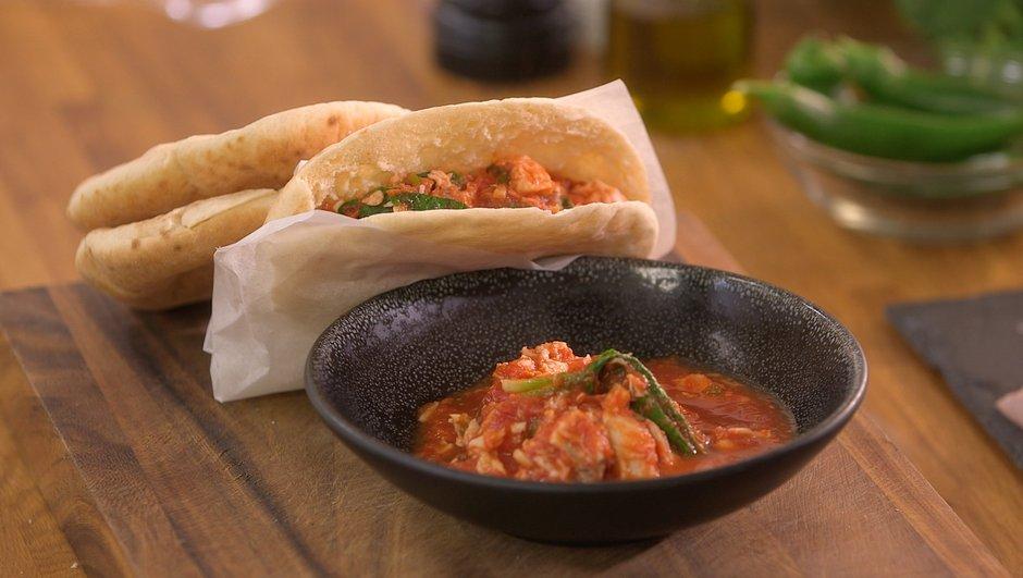 Merlu cuit dans une sauce tomate pimentée