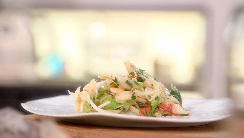 Salade d'oignons frais à la morue séchée