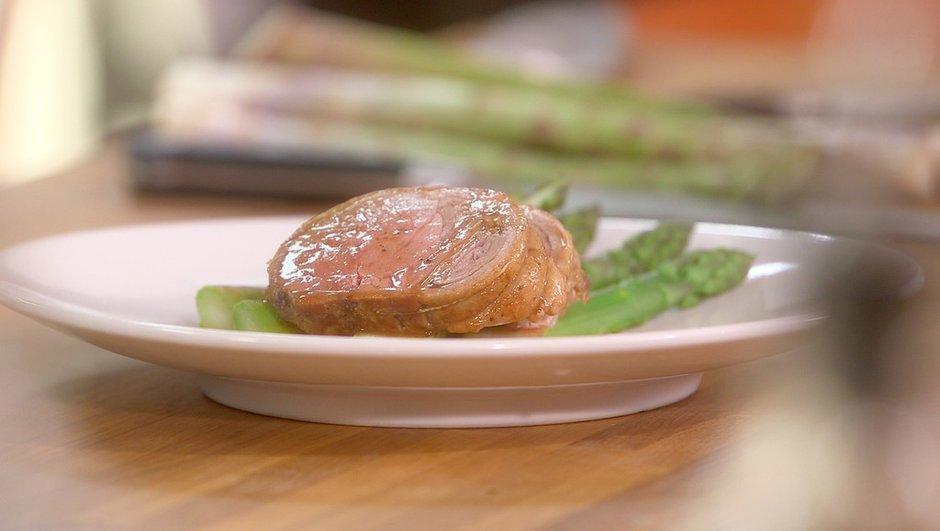 Filet d'agneau rôti aux asperges