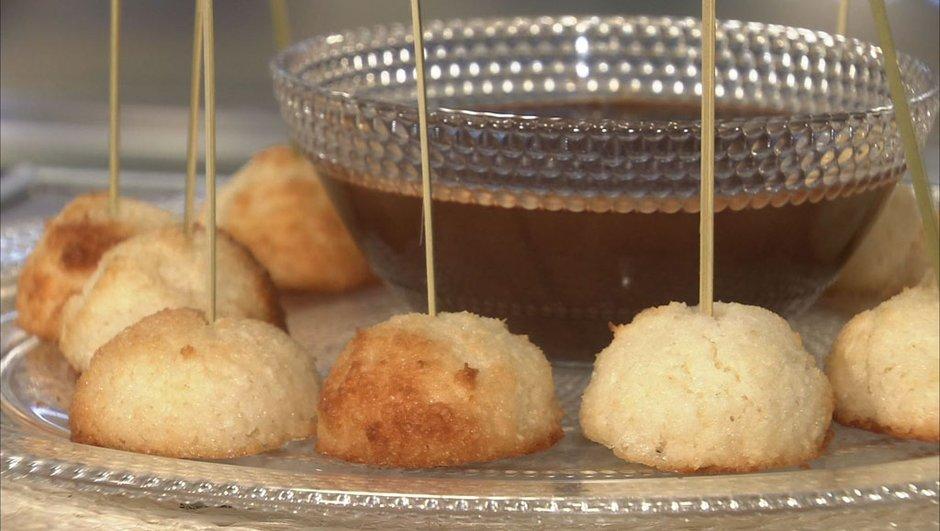Rochers coco-abricot et fondue au chocolat à l'orange