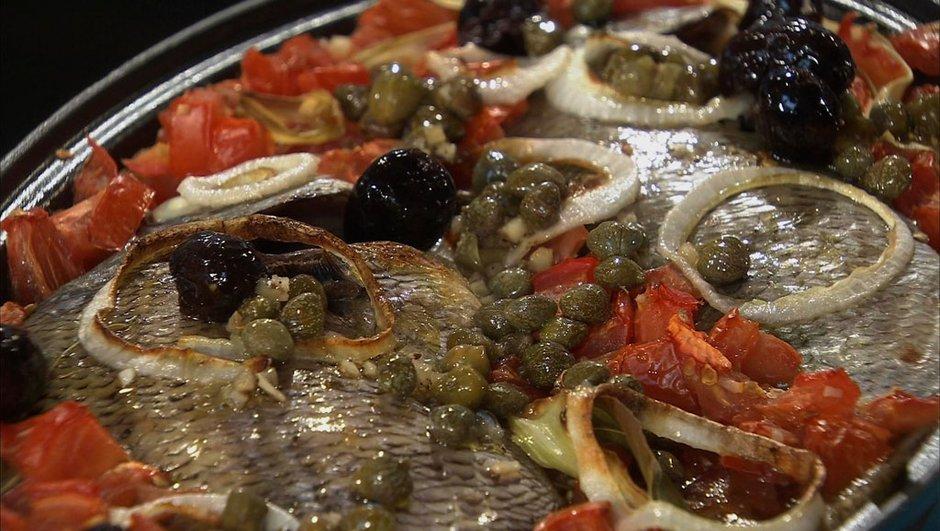 Sar rôti au four à la tomate et aux olives