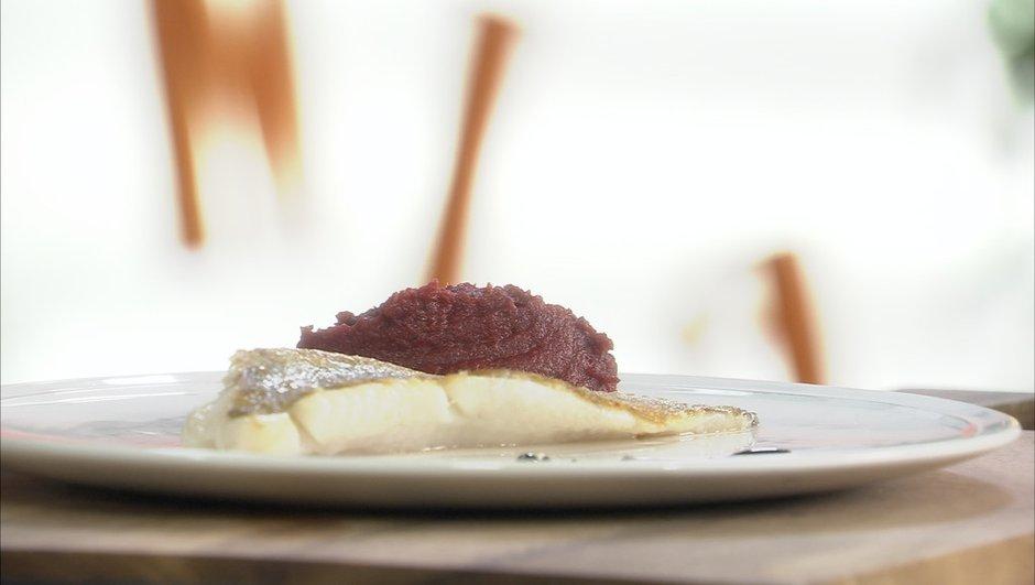 filet-de-tacaud-a-puree-de-betterave-8392628