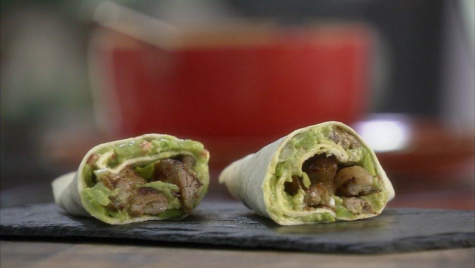 Wraps de kebab d'agneau à la purée d'avocat aux fèves