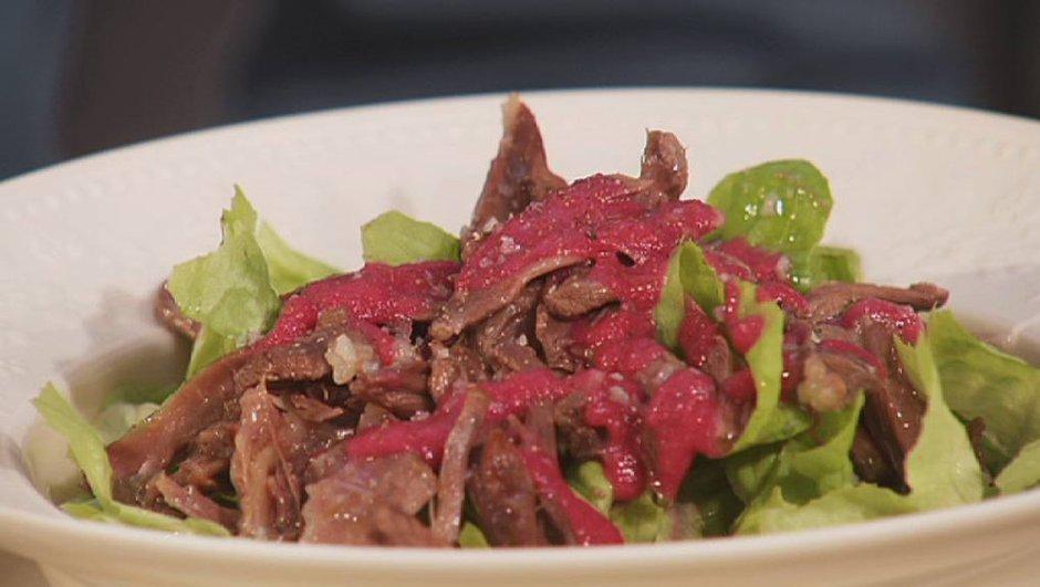 Salade tiède de queue de boeuf, vinaigrette betterave