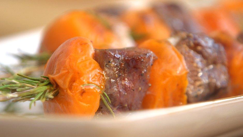 Brochette de magret, abricot et romarin