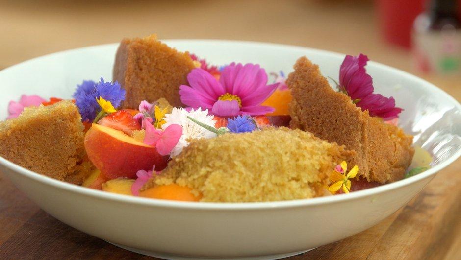 sponge-cake-a-l-eau-de-rose-salade-de-fruits-3842215