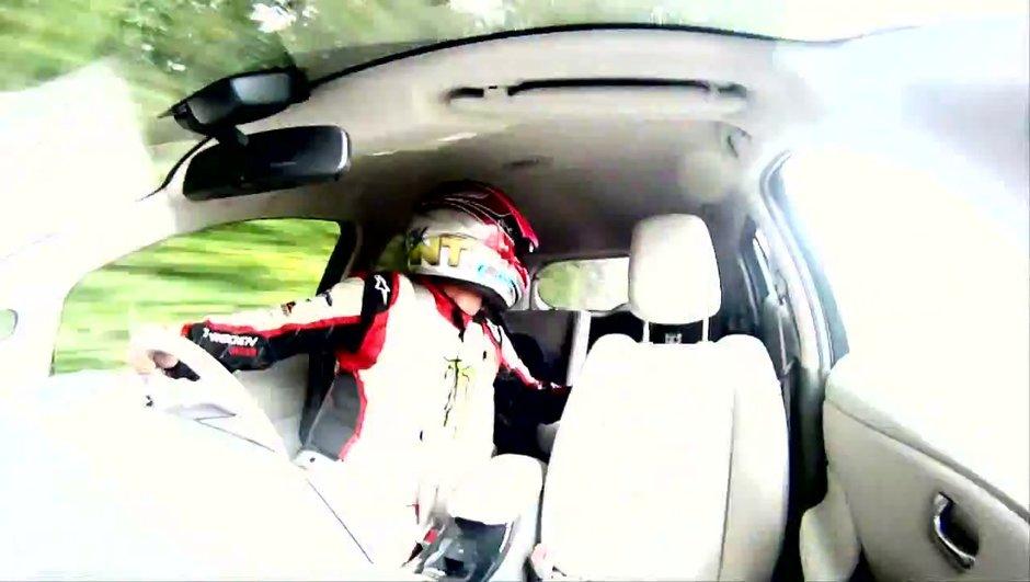 Insolite : un record de vitesse en marche arrière pour Nissan !