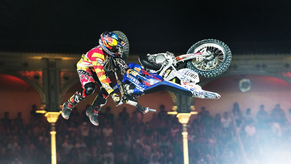 red-bull-x-fighters-2014-tom-pages-s-impose-bikeflip-a-madrid-5570038