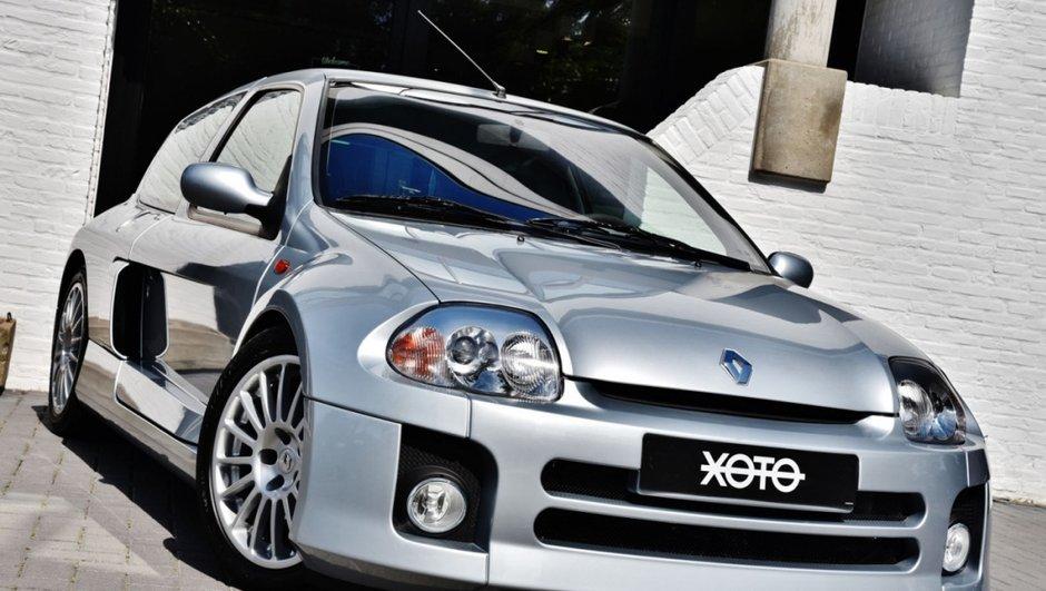 Occasion Du Jour : Et si vous craquiez pour une Renault Clio V6 de 2002 ?