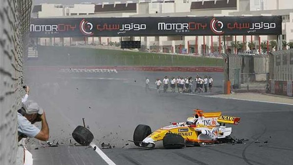 Une Renault F1 se crash à Dubai !
