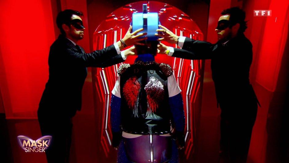 Mask Singer - Qui a été éliminé ? Découvrez qui se cache derrière Abeille et Dino