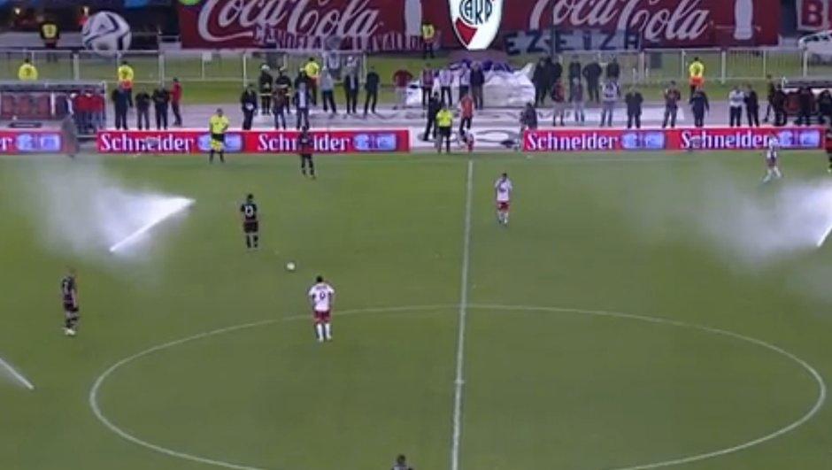VIDÉO Insolite : River Plate prend l'eau sur sa pelouse