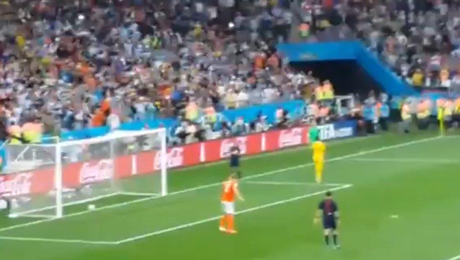 video-coupe-monde-tir-but-de-vlaar-a-t-franchi-ligne-personne-ne-remarque-6273931