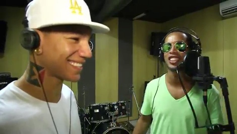 VIDEO Insolite : Ronaldinho futur candidat de The Voice ?