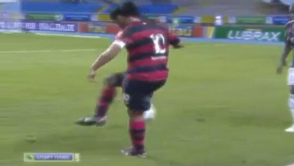 Insolite : Ronaldinho dans ses oeuvres mais pas fair-play (vidéo)