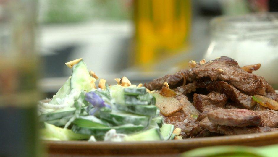 Salade rafraîchissante au bœuf grillé