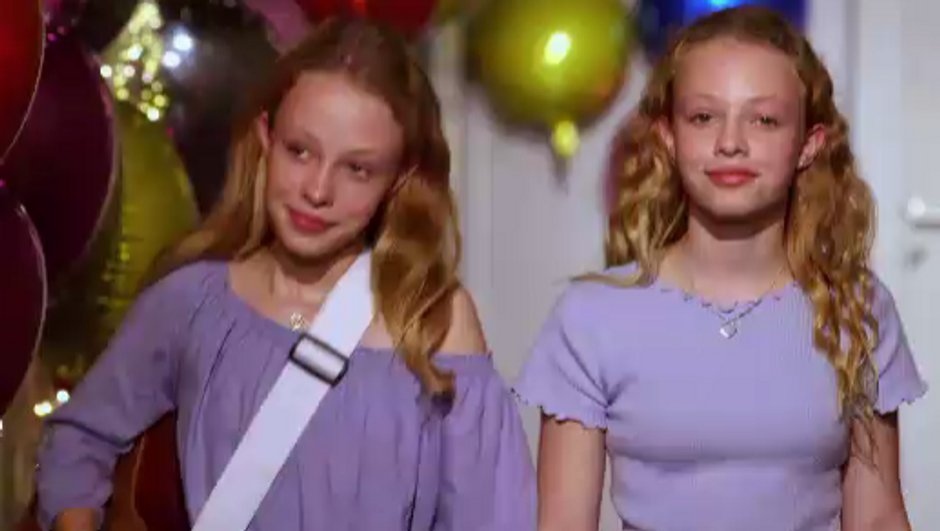 Kids. Abby et Sarah : les jumelles inséparables provoquent l'émotion sur le plateau