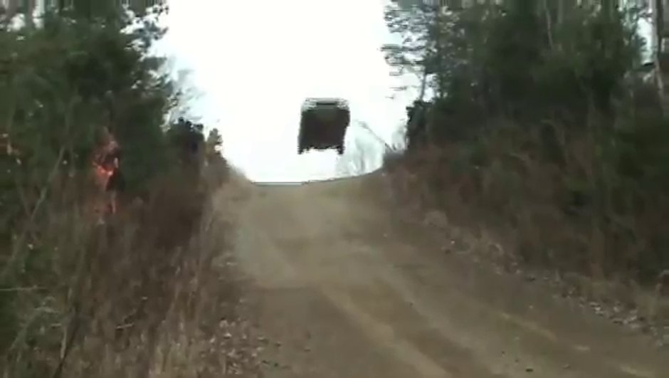 insolite-saut-completement-rate-rallye-2837678
