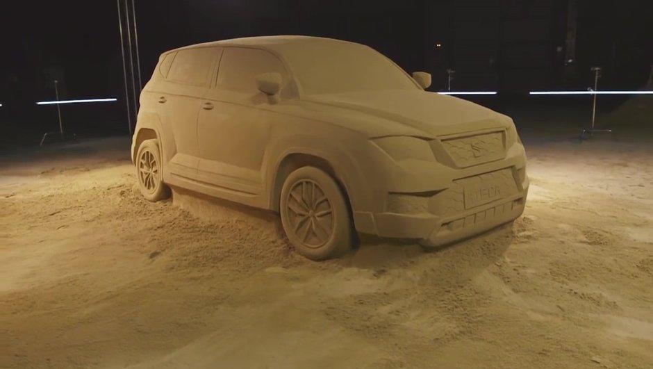 Insolite: il réalise une réplique en sable du nouveau SEAT Ateca