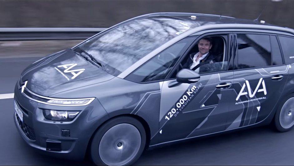 Sébastien Loeb : Le champion des rallyes au volant... de la voiture autonome PSA