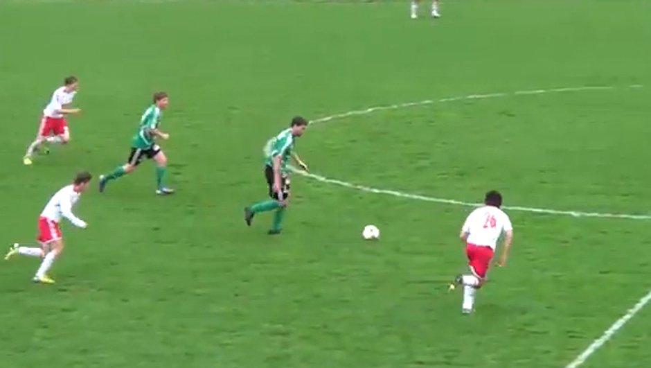 Insolite : un but marqué du milieu de terrain ! (vidéo)