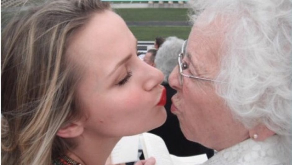 Shantel VanSanten rend hommage à sa mamie et invite ses fans à s'engager contre le cancer