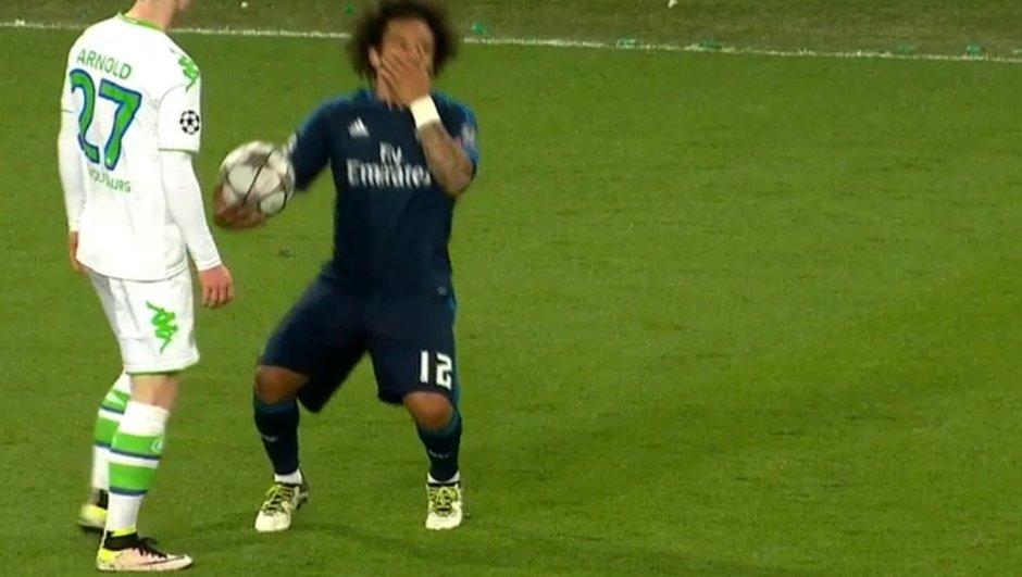 Vidéo Wolfsburg-Real Madrid : La simulation grotesque de Marcelo