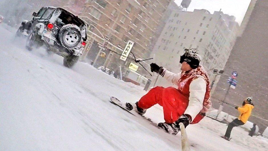 Vidéo Insolite : Ils prennent une Jeep et font du snowboard en plein blizzard dans New York