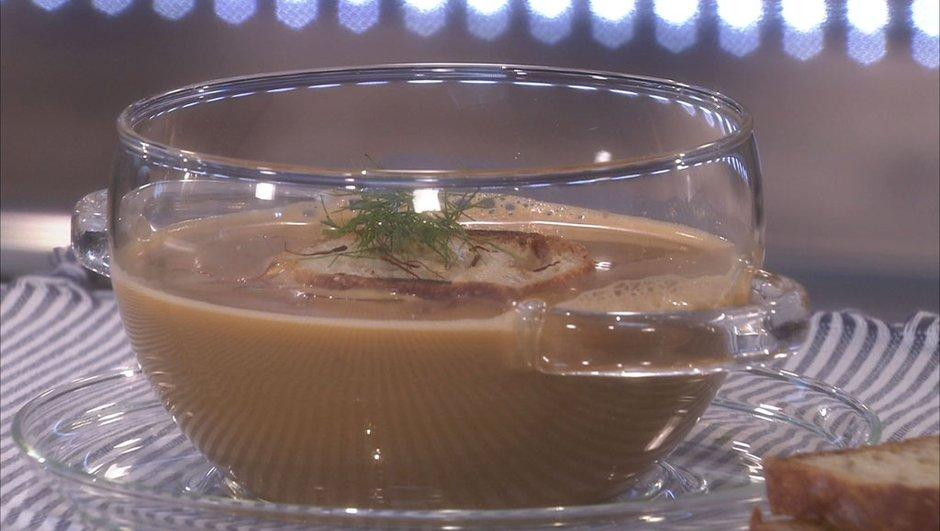 Soupe de crabe vert au safran