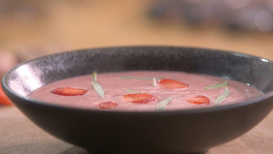 Soupe de fraises glacée aux dragées