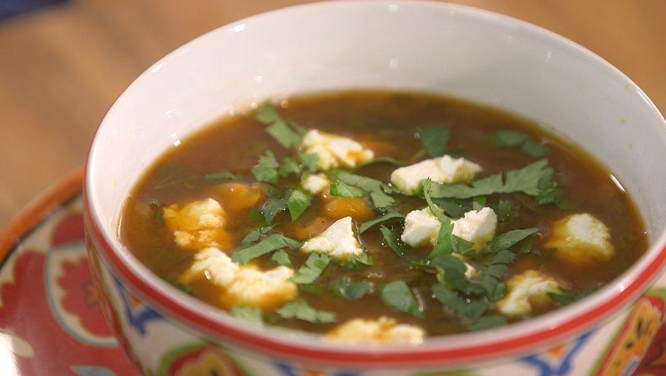 Soupe de pois chiches façon harira sans viande, mais avec du chèvre frais