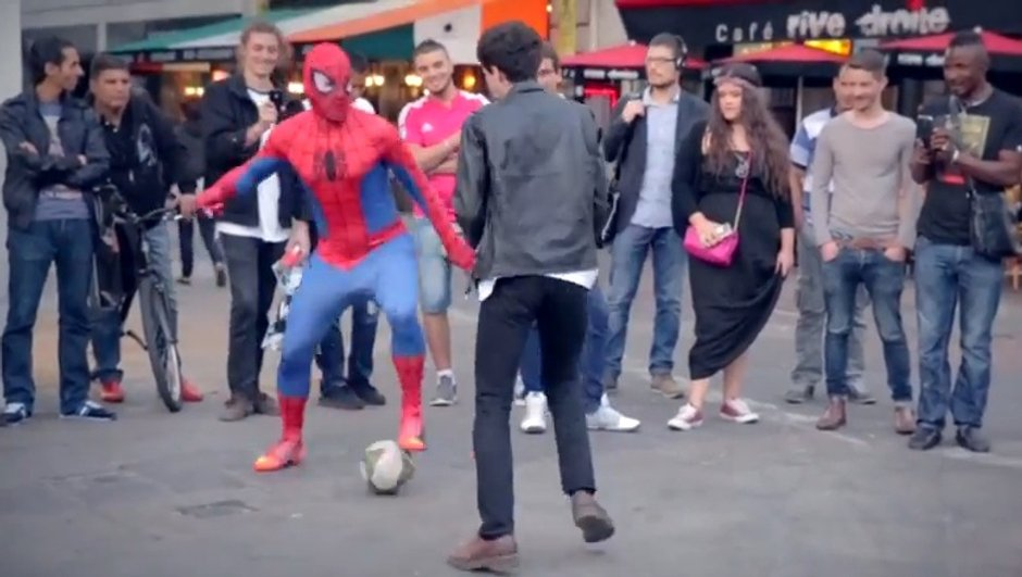 video-insolite-spiderman-champion-de-freestyle-6744051