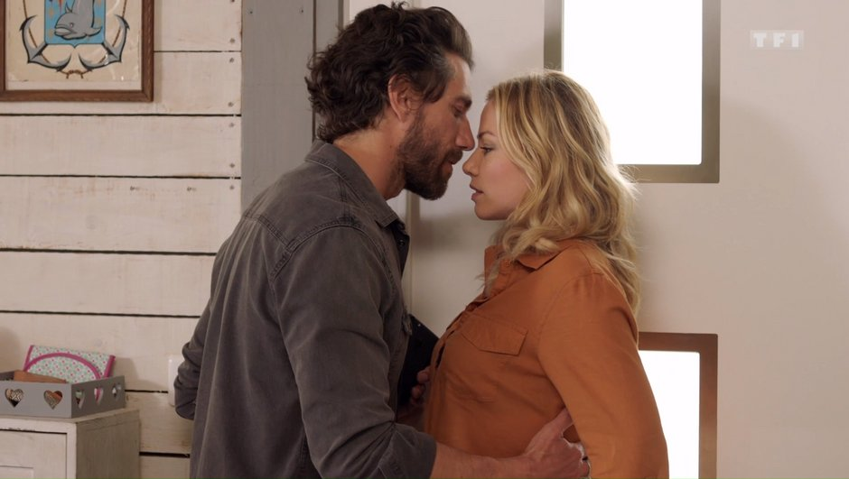 Demain nous appartient - Dans l'épisode 481 : Mathieu embrasse Anna