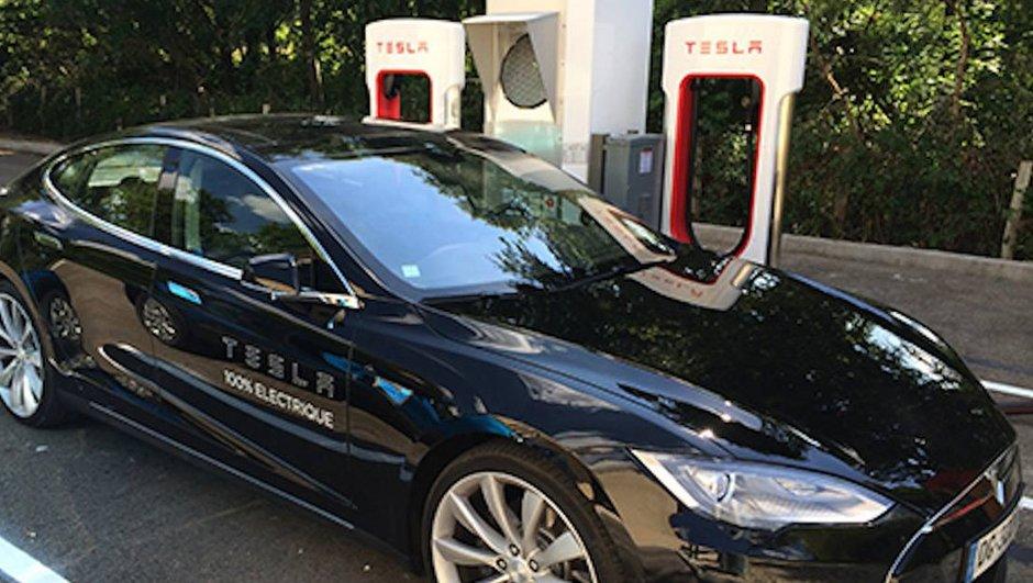 """Tesla : les bornes électriques """"Supercharger"""" arrivent en France"""