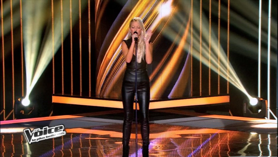 """The Voice : Stéfania éblouit les coachs avec """"Skyfall"""" d'Adele"""